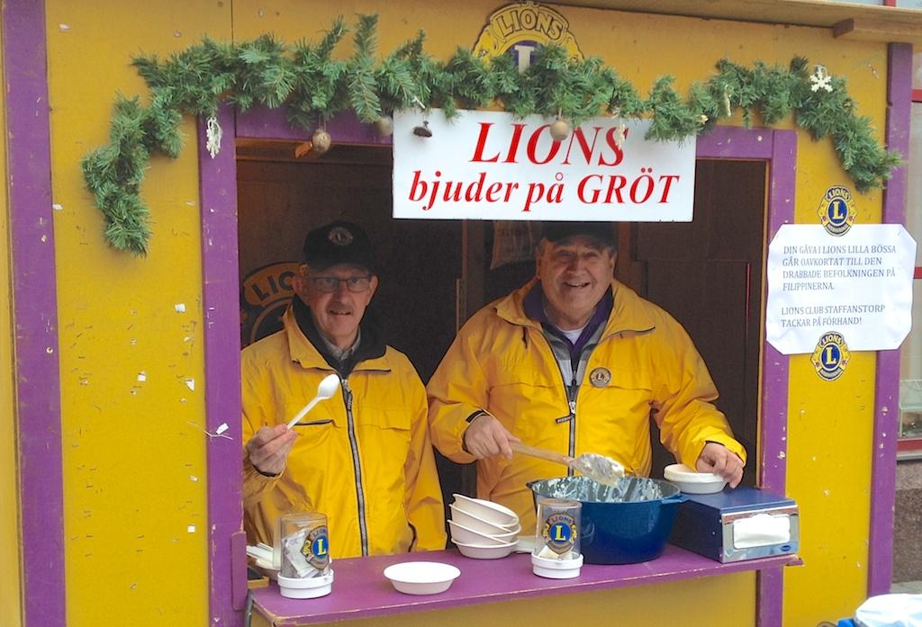 LIONS CLUB BJUDER JULFLANÖRER PÅ JULGRÖT