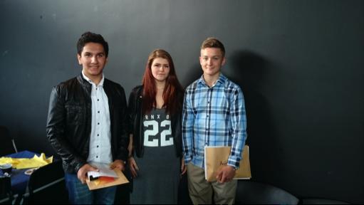 Pennorna tilldelades Andreas Ahlm och Ronja Lundahl i  klass 9a samt Josefine Olsson och Amirhossein Ghanaatifard klass 9b. På bilden ser vi dessutom Ronja (i mitten) och Andreas Ahlm som (t.h.) som vann var sitt resestipendium  på 3000 kronor.