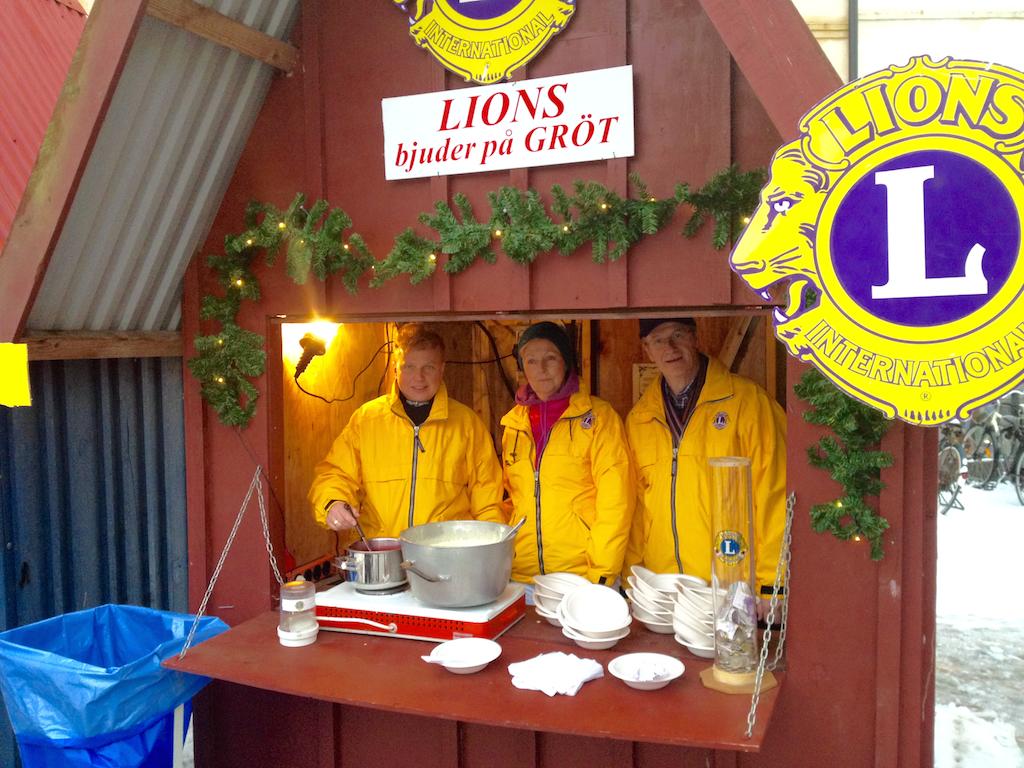 LIONS CLUB STAFFANSTORP BJUDER PÅ JULGRÖT