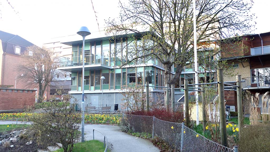 Bilden visar den nya utbyggnaden som ger 7 rum ytterligare och alltsom allt 27 stycken rum.